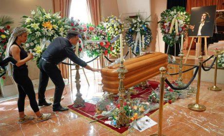 Miles de personas dan su último adiós a Camilo Sesto